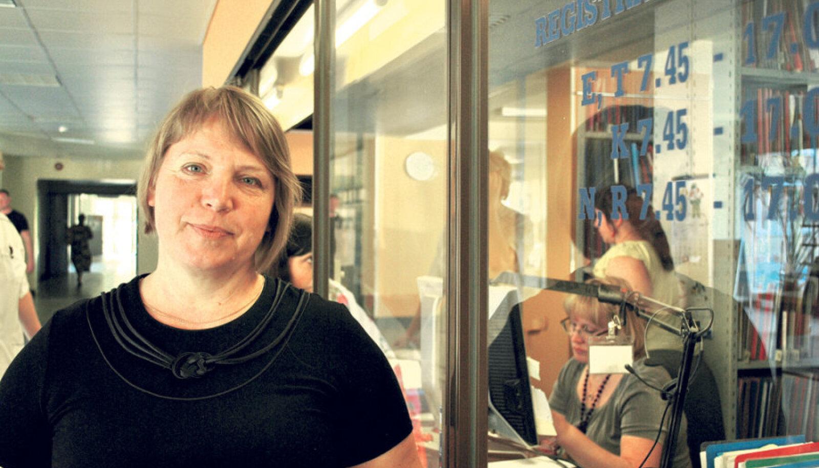 Lõuna-Eesti haigla ravijuht  Agnes Aart võib kinnitada,  et nende haiglas toimitakse, nagu määrus nõuab – kui haige helistab, pannakse ta järjekorda, seda ka siis, kui konkreetset aega öelda ei osata.