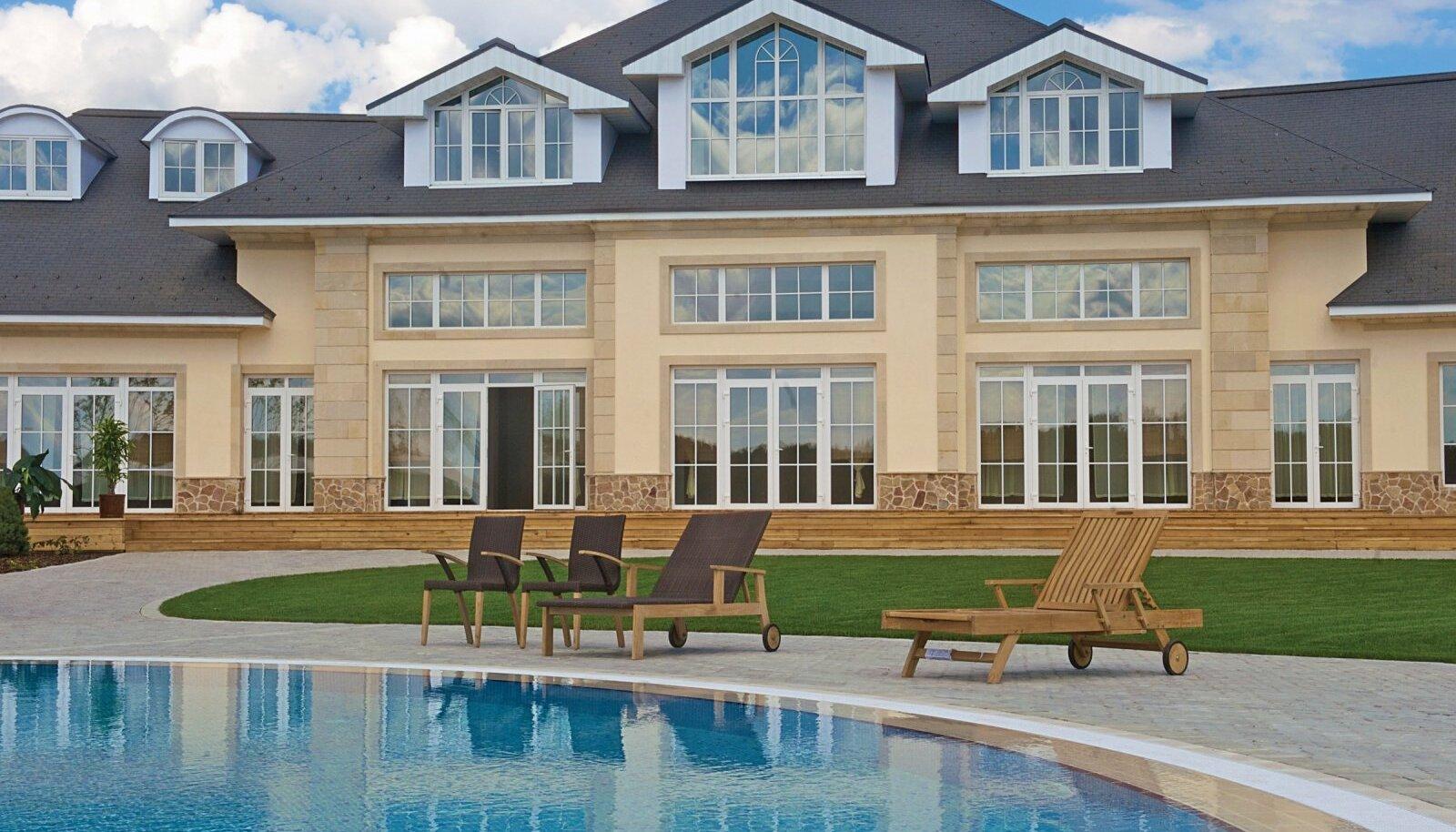 Villa ilma basseinita on nagu kaaviar ilma šampanjata. Maja miljardär Aras Agalarovi rajatud superrikaste elurajoonis Rubljovka lähistel.