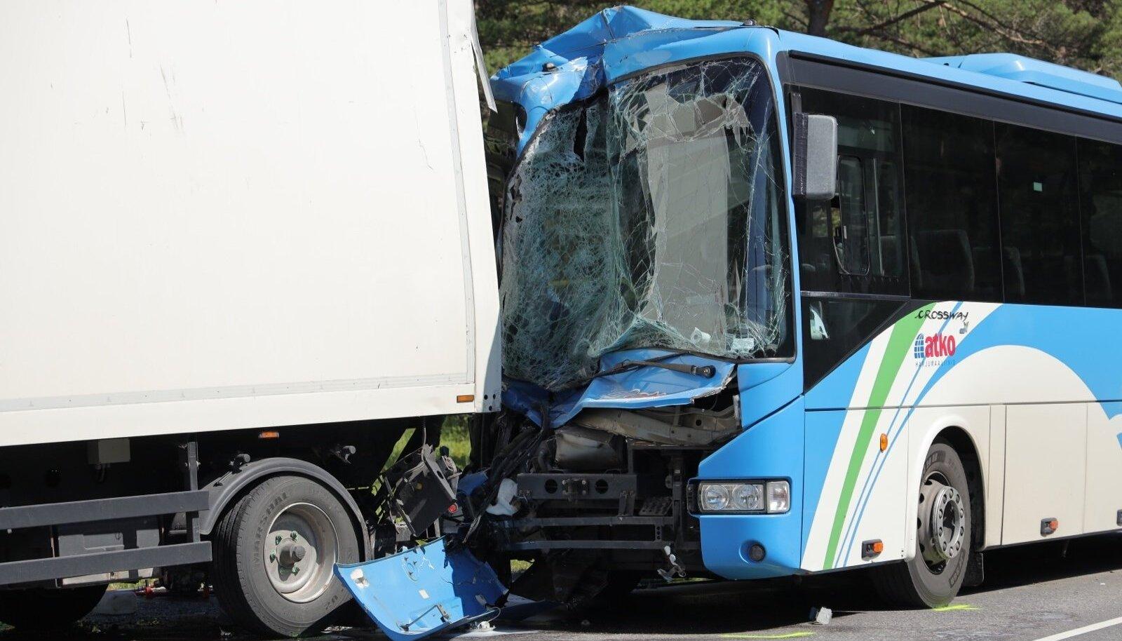 Halb õnn või hoolimatus? Riiklik kontroll käsutab ATKO busse ränkade tehnovigade pärast tee äärde