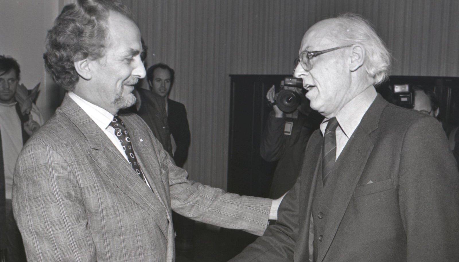 Aastail 1988–1995 Islandi välisminister olnud Jón Baldvin Hannibalsson kohtus 1991. aasta jaanuaris Eestis viisil meie välisministri Lennart Meriga. Hannibalsson peab Meri suurimaks riigimeheks, kellega ta oma poliitikukarjääri vältel kohtunud on.