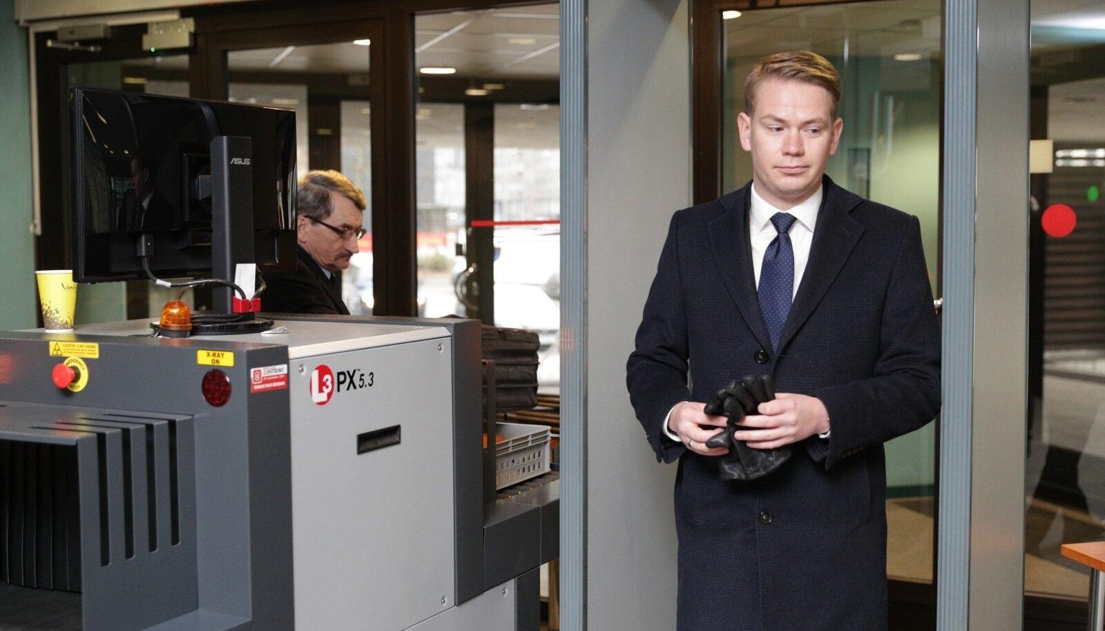 Kaitsja Oliver Nääs kardab, et kohtumenetluses osalemine põhjustab Savisaarele eluohtlikke tüsistusi või koguni äkksurma.