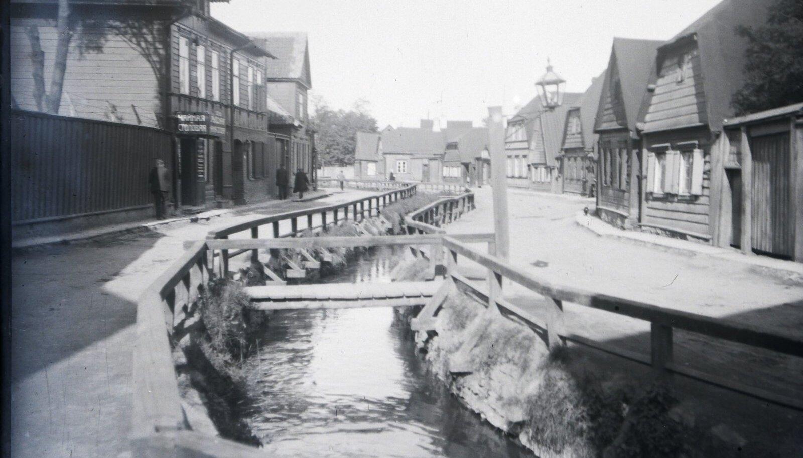 LÄBI LINNA: Kiirevooluline Härjapea jõgi 1909.