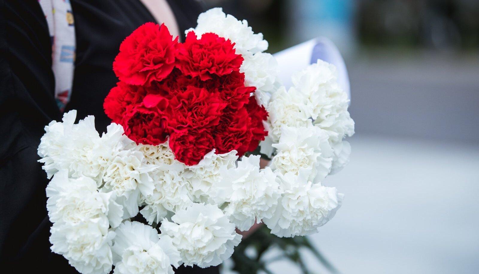 Крайне популярные в Беларуси цвета: белый и красный