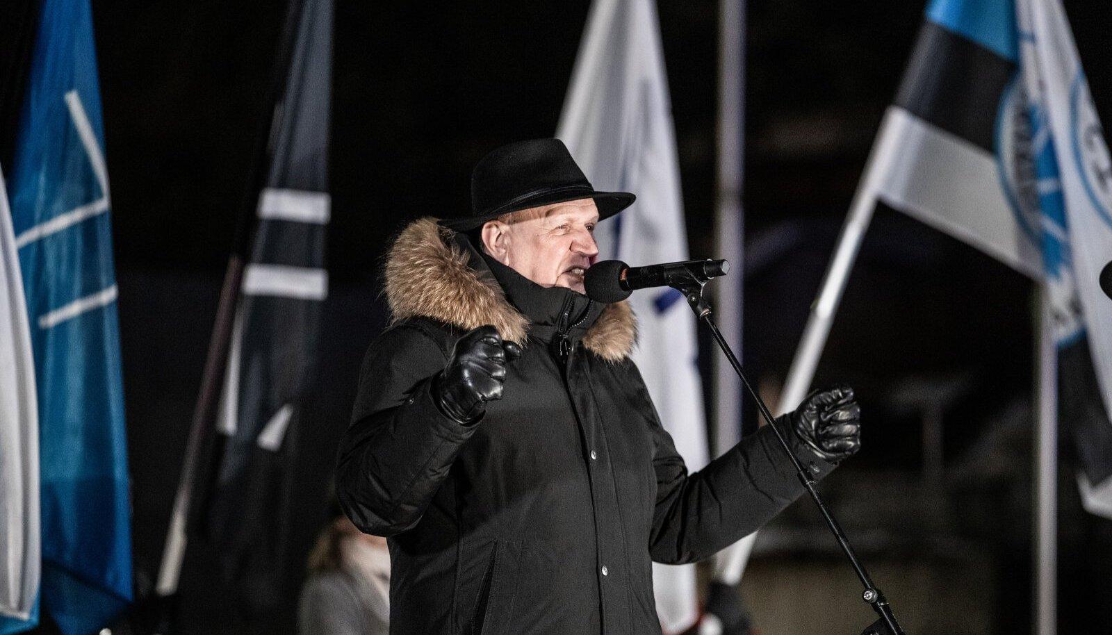 Март Хельме на факельном шествии