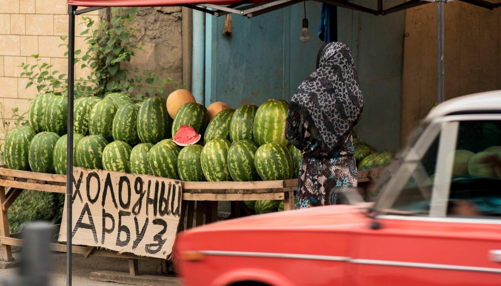 Dagestani vanima linna Derbendi tänavatelt saab suvel osta maailma parimaid arbuuse.