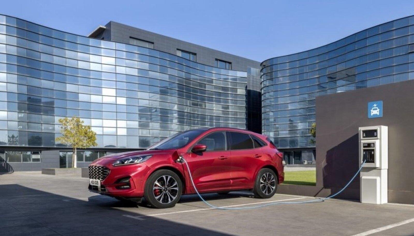 Elektriline Ford Kuga linnamaastur on üks tähelepanuväärsemaid elektriautosid, mida Ford möödunud nädalal tutvustas.