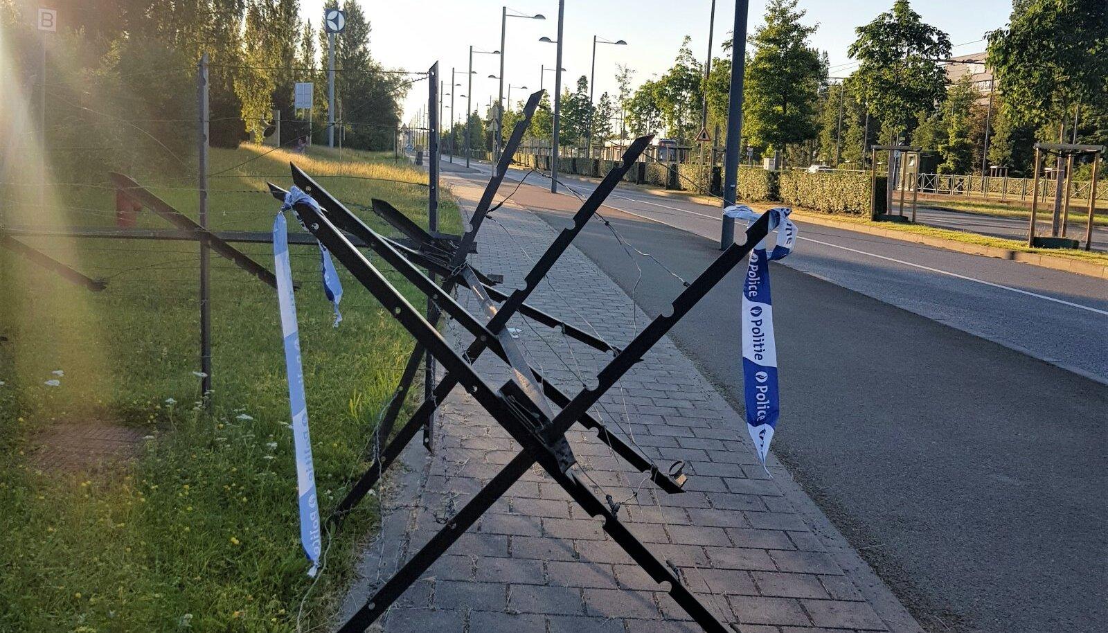 Tühjad teed ja tõkked täna hommikul NATO peakorteri lähistel.
