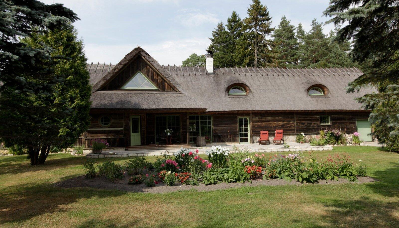 Suureküla taluhoone on 31 meetri pikkune, katusepinda on üle 600 ruutmeetri.