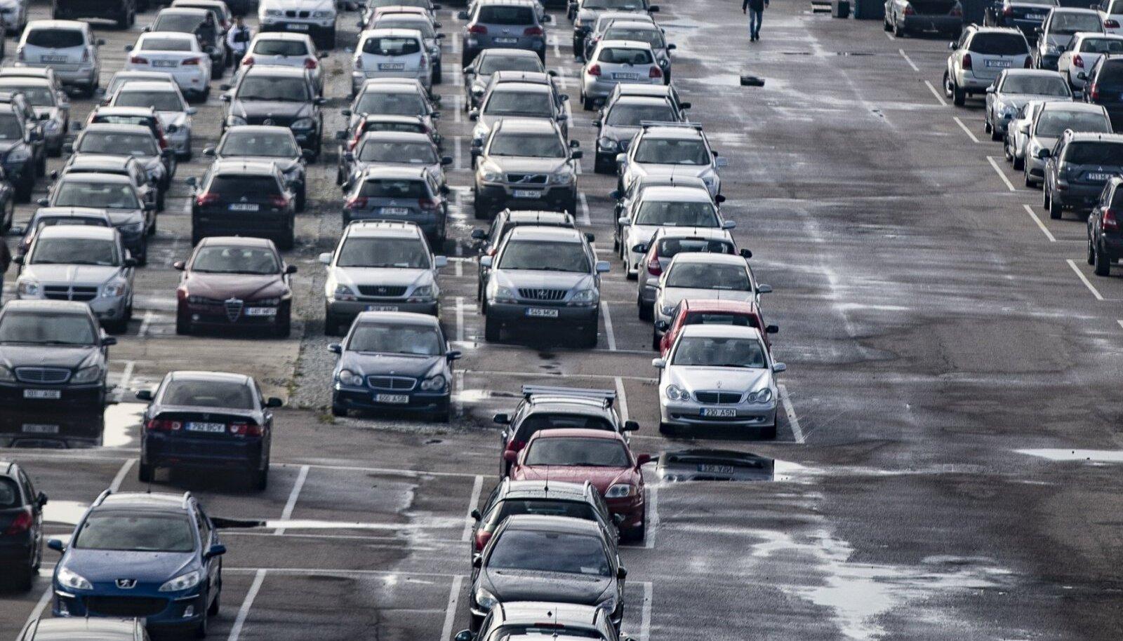 Transpordiameti hinnangul puudutab läbisõidu muutmine kuni 50 protsenti Eestisse toodud kasutatud autodest ja seadusemuudatus peaks ostjat kaitsma.