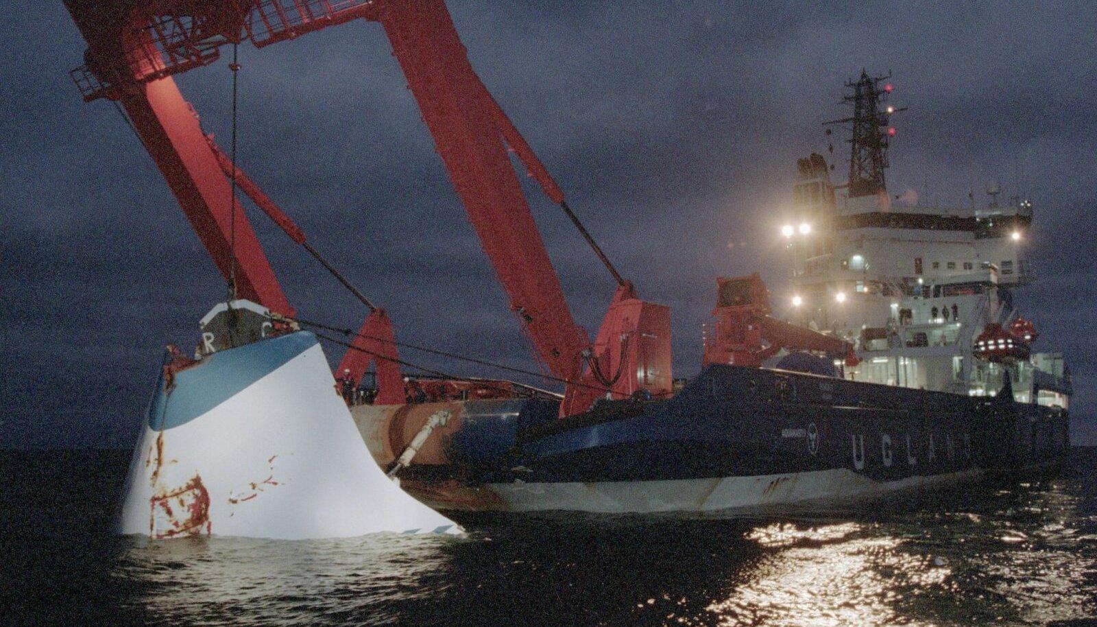Parvlaeva visiir toodi üles mitu kuud pärast laevahukku.