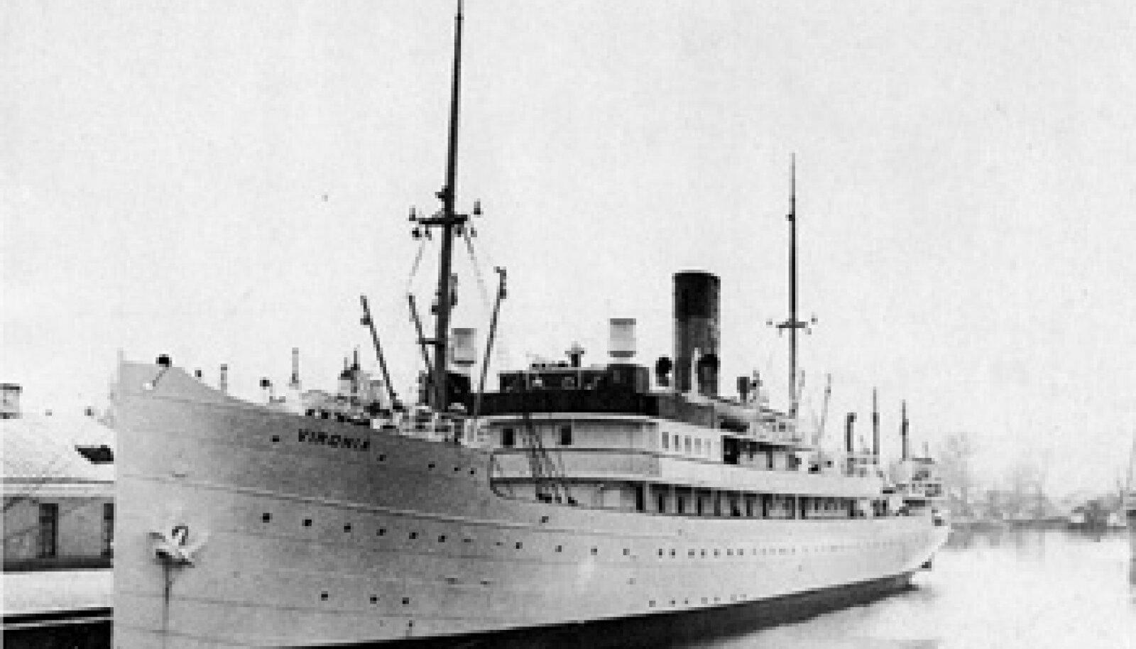 1300 HUKKUNUT: Kunagine Eesti luksuslikum reisilaev Vironia sõitis 28. augustil miinile ja viis merepõhja hulga punakomissare, ohvitsere, tribunali kohtunikke jt. REPRO