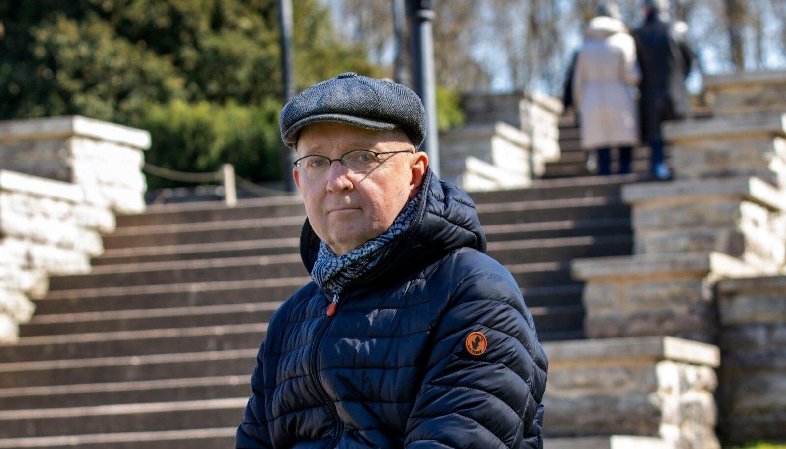 """KIRJANIK OLAV OSOLIN: tuntud meediamehel ilmus juba kolmas raamat, seekord krimiromaan """"Kus lendab part""""."""