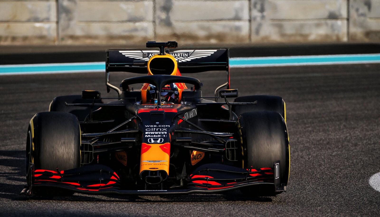 Jüri Vips sai detsembri keskpaigas testida tänavuse aasta Red Bulli F1 masinat.