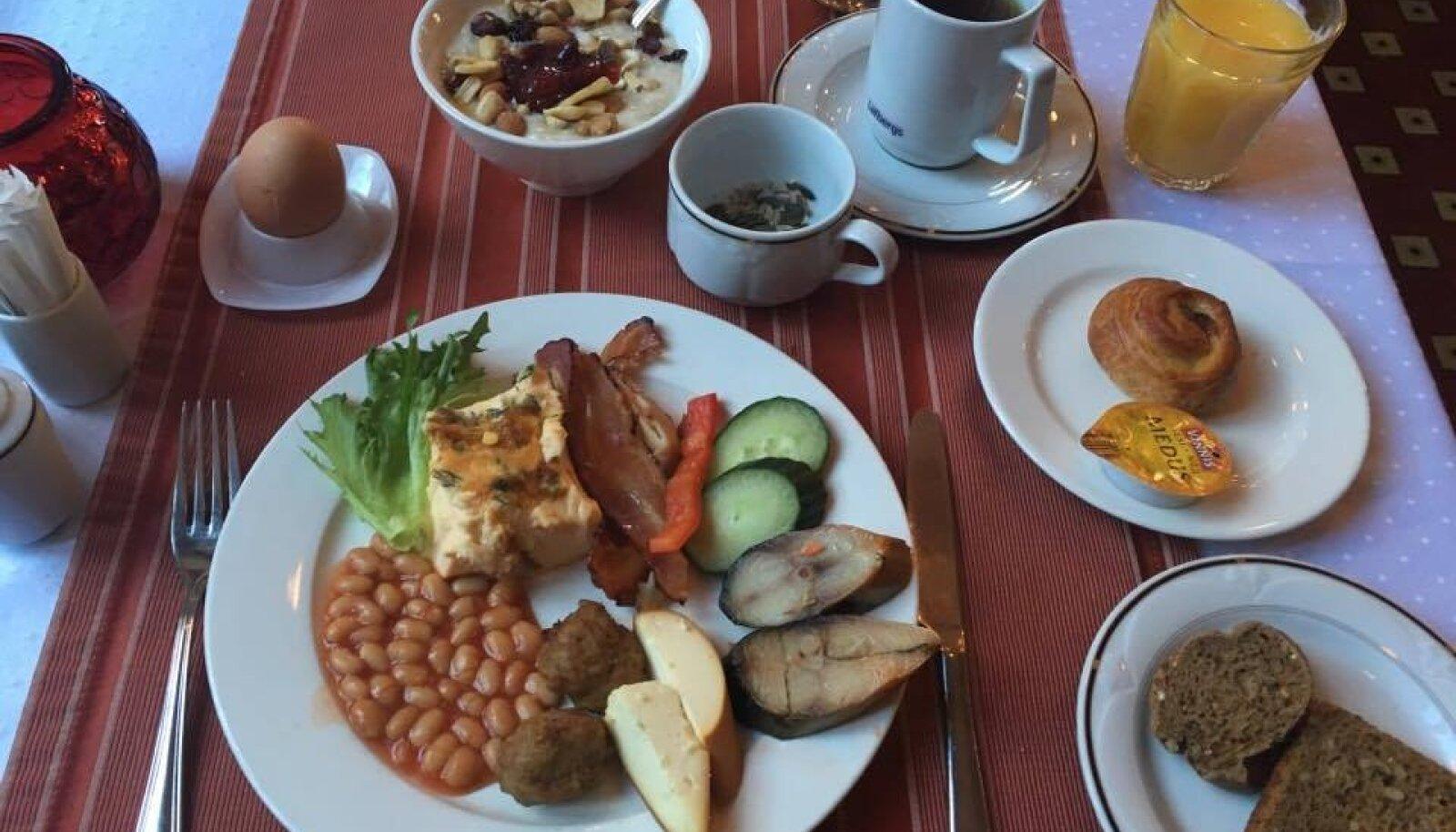 Hotell Baronsi hommikusöök.