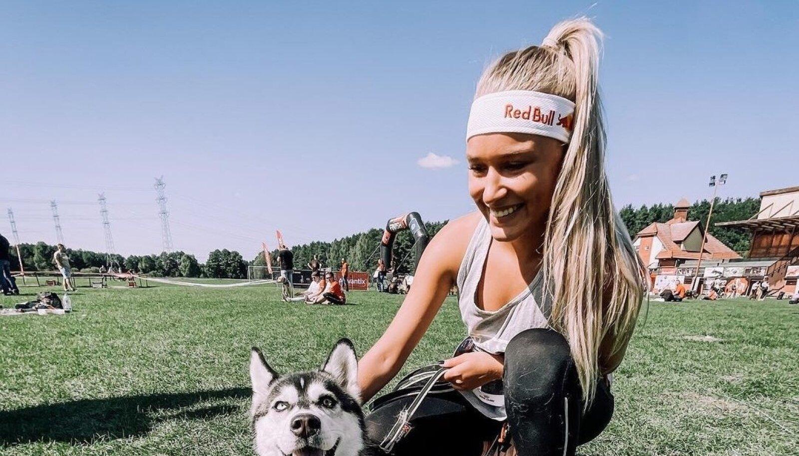 Kelly Sildaru koos Kira'ga Poolas võistlustel.