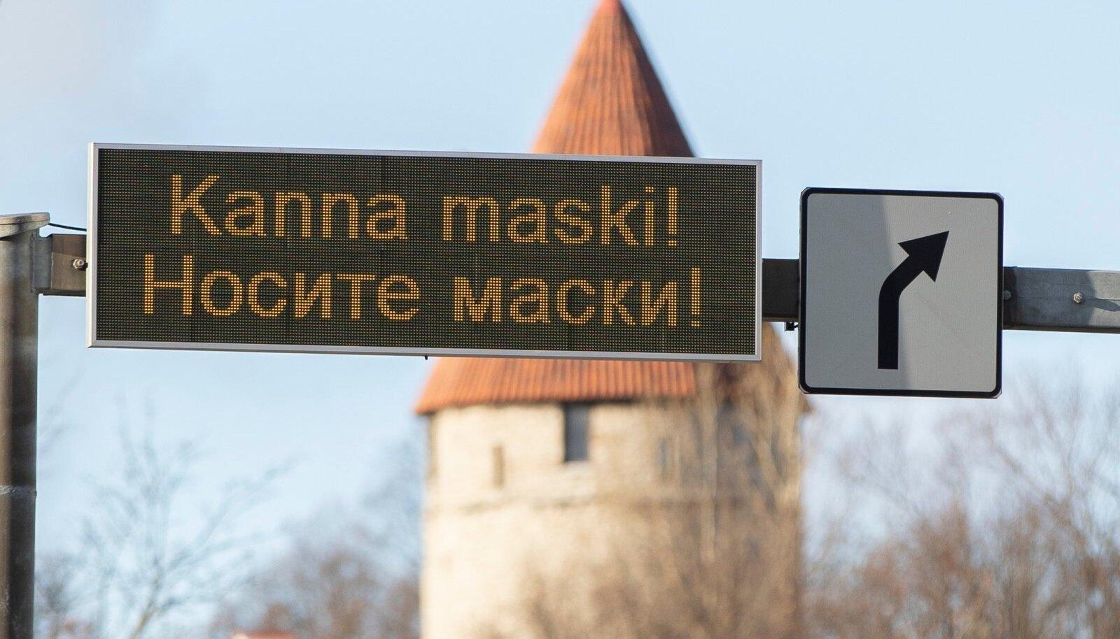 Nõuandev silt Tallinna linnapildis.