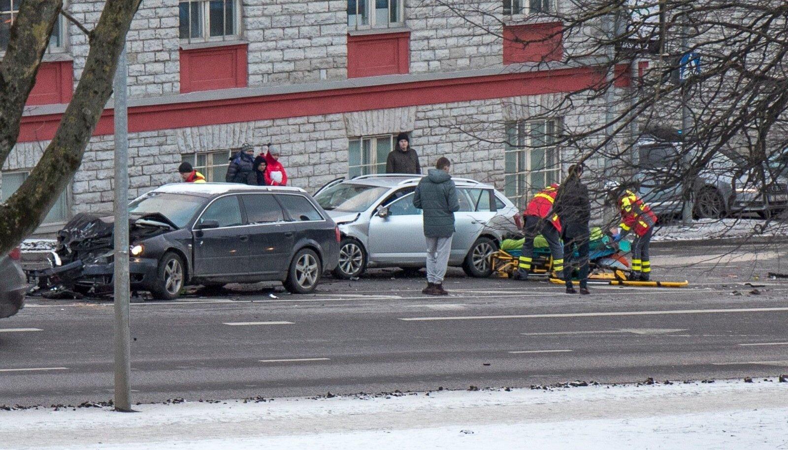 Liiklusõnnetus Tartu maanteel Sossi mäel