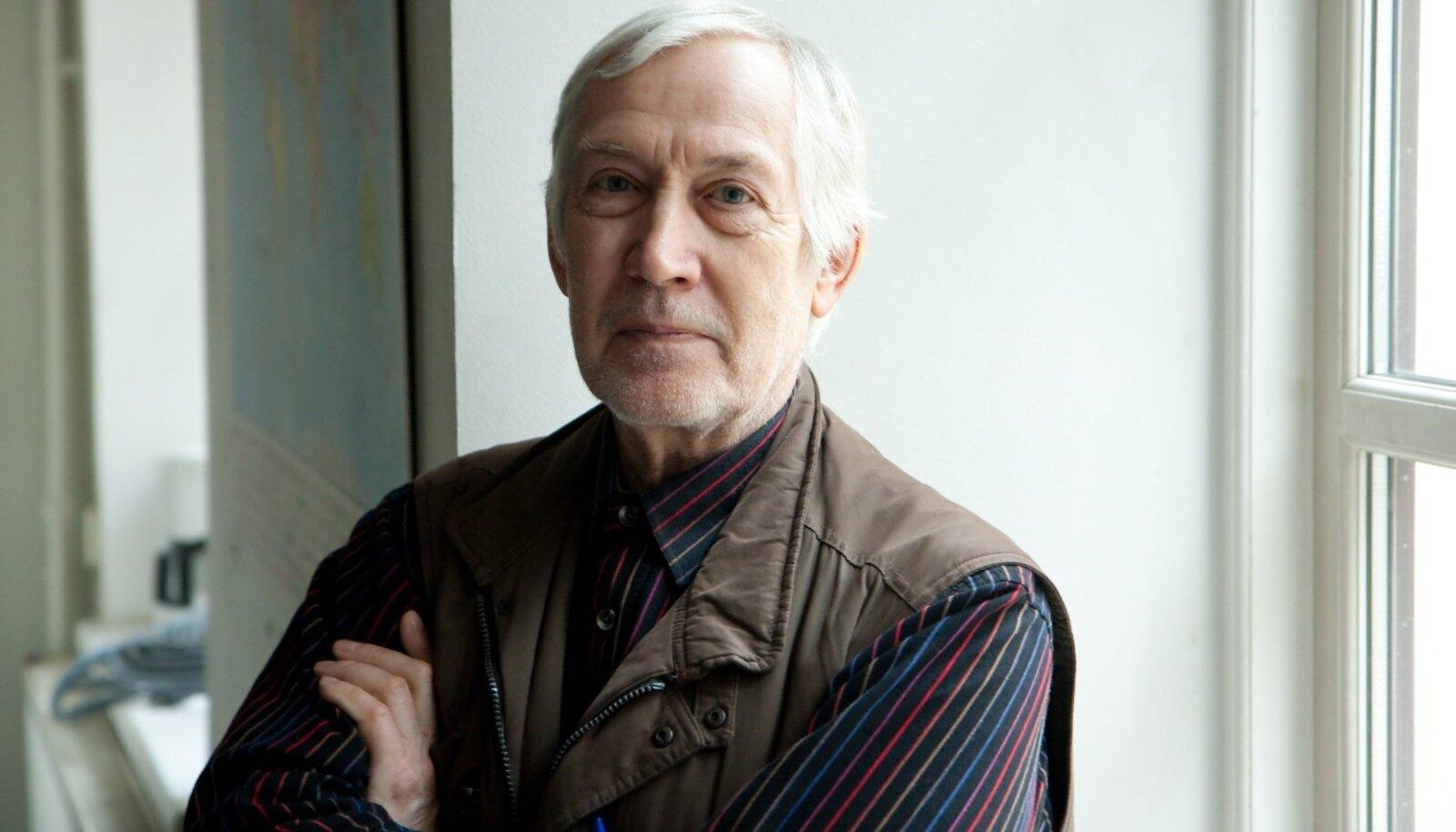Pildil kirjanik Jaan Kaplinski Tartus, Tartu Ülikooli tõlkekeskuses.