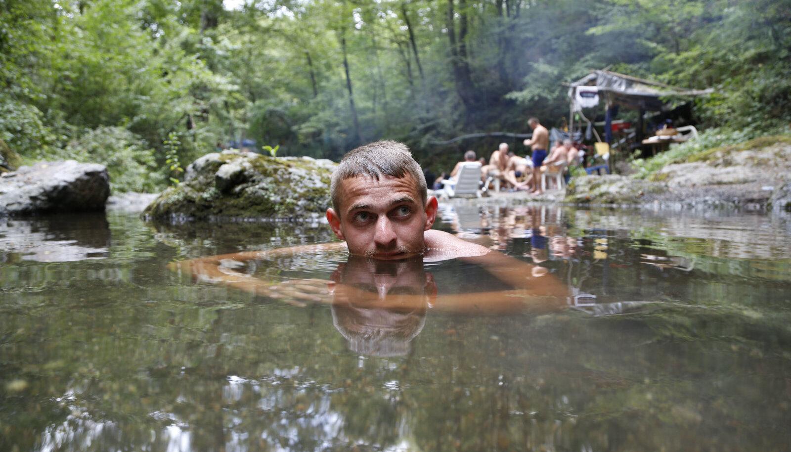 Pühapäeval Bosnias 42-kraadise kuumuse eest vette põgenenud mees