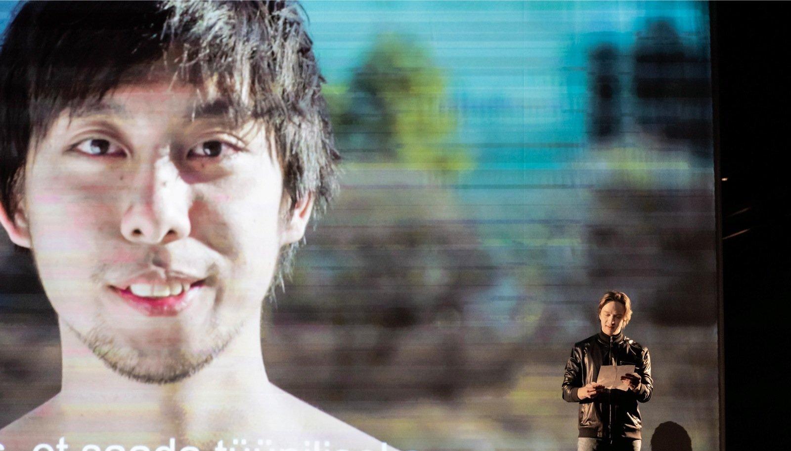 Laval on üleelusuurused videoprojektsioonid Jaapani, India ja Senegali näitlejatest, kelle juures Reha kevadtalvel residentuurides käis.