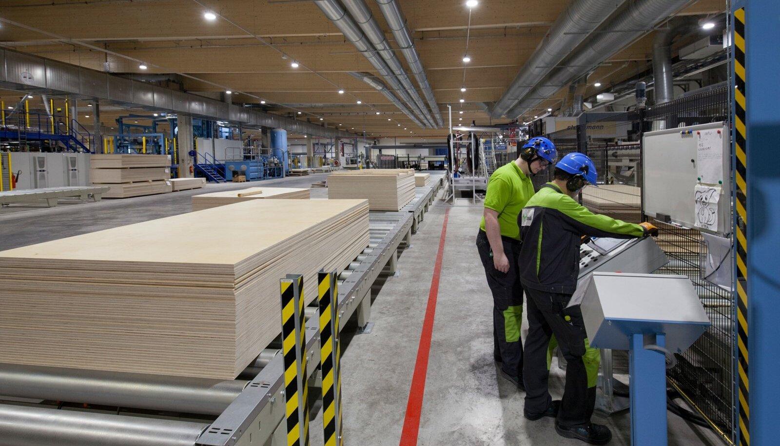 Kasepaku hind jõudis läbi aegade kõrgeimale tasemele. Osa sellest materjalist jõudis ka pildil olevasse AS Metsä Wood Pärnu vineeritehasesse.