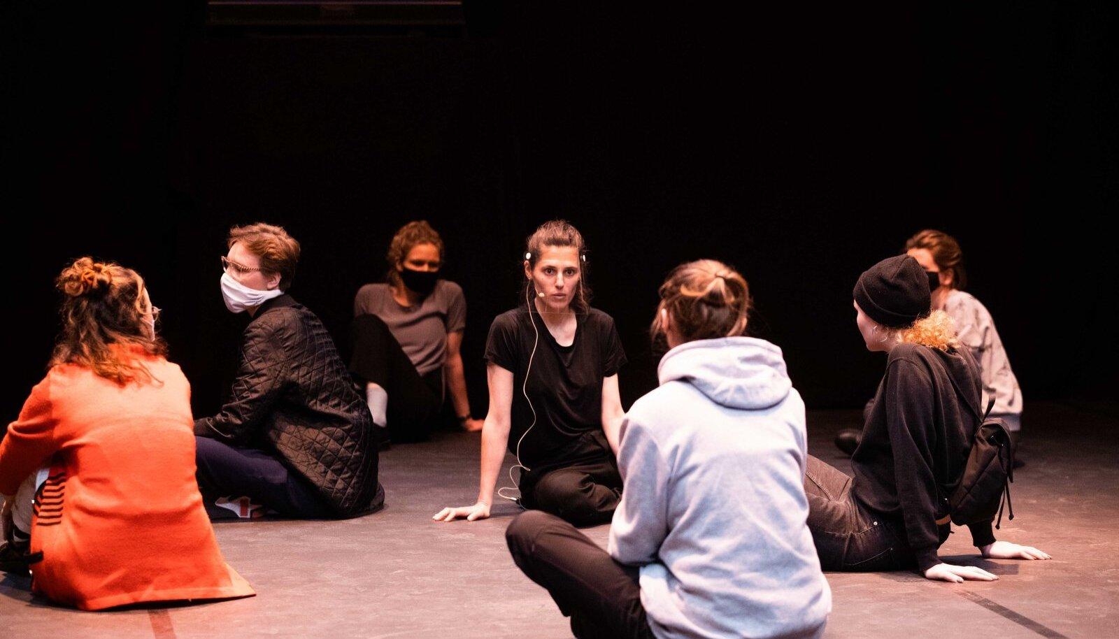 Kanuti Gildi SAALis NU Performance'i avamine.