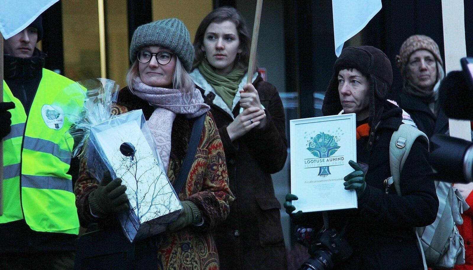 Eesti Metsa Abiks on korraldanud ka avalikke üritusi metsade kaitseks. Pildil 2017. aastal toimunud meeleavaldus Tallinnas.