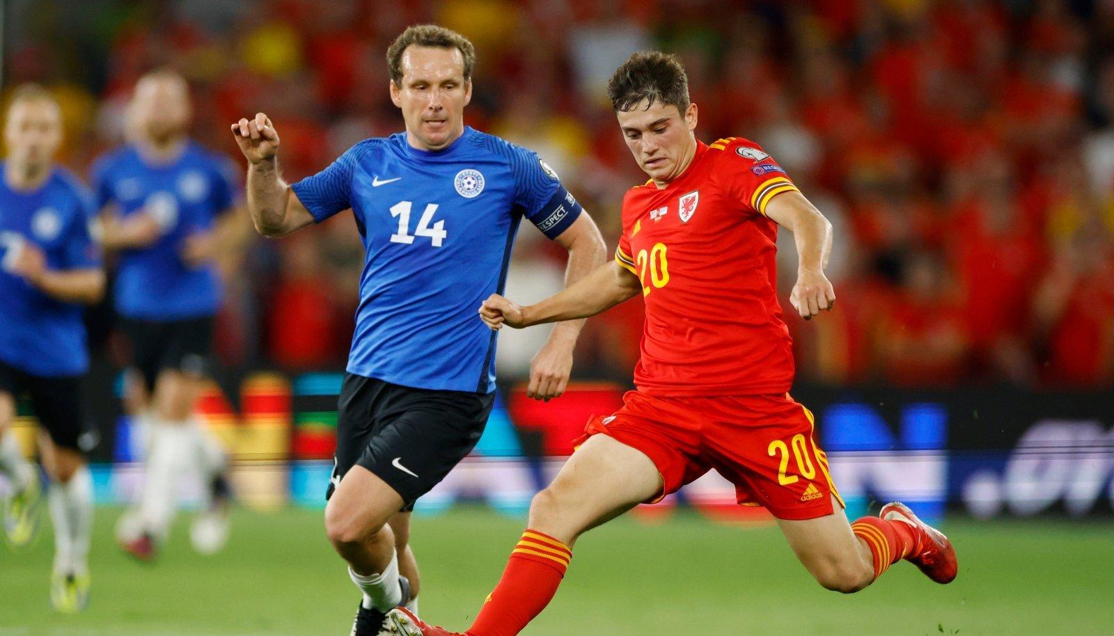 Konstantin Vassiljev (vasakul) kohtumises Walesi vastu.