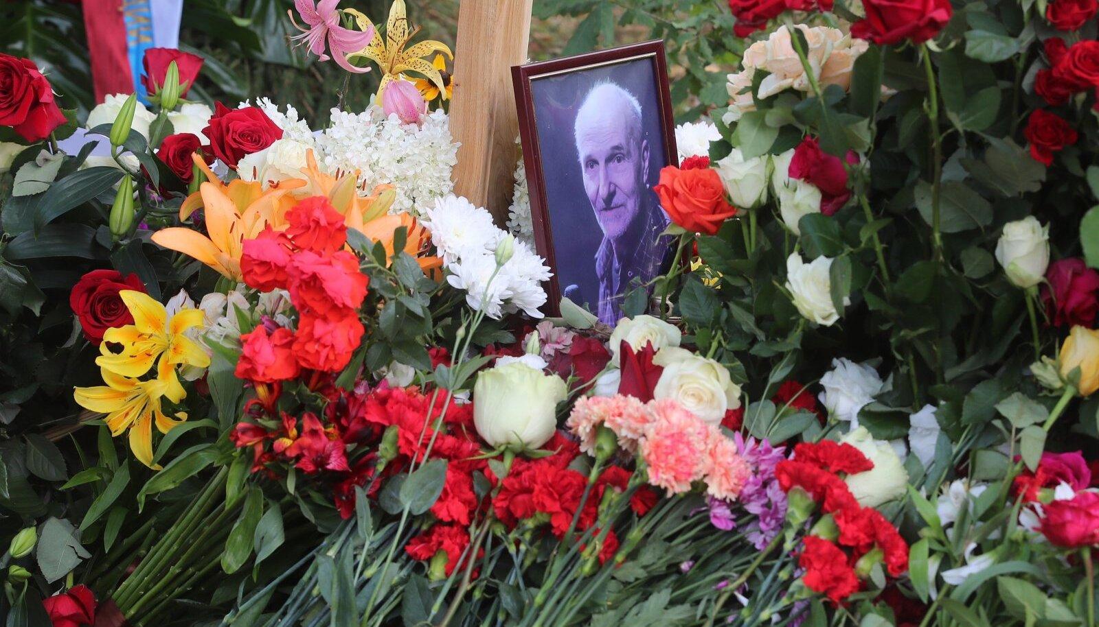 Funeral of late actor and musician Pyotr Mamonov