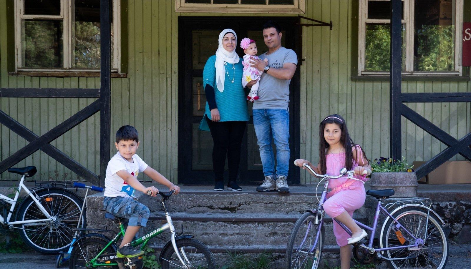 Huda, Belal ja nende lapsed on väga hästi kohanenud oma uue koduga Harju-Risti vanas koolimajas. Suureks abiks on olnud kohalik kogukond.