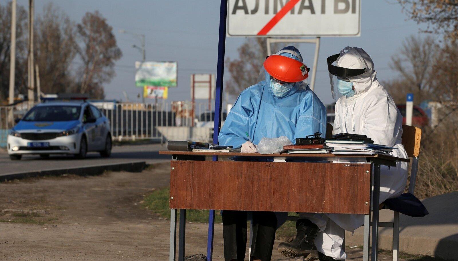 Kasahhi ametnikud märtsi lõpus Almatõ sissesõidu kontrollpunktis