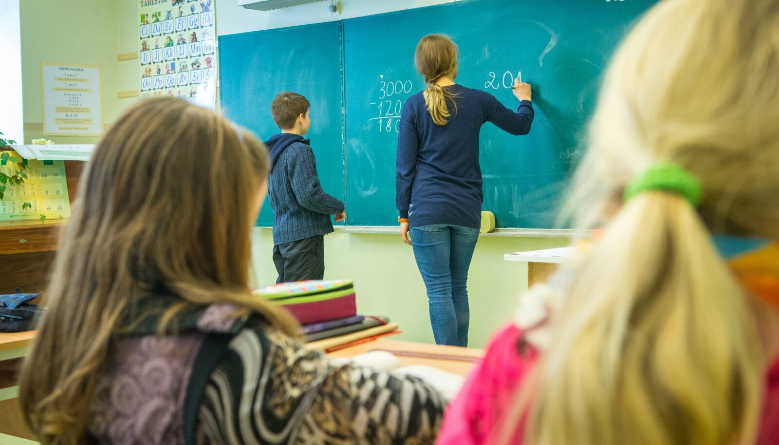 Õpetajate palgakasvuks andis valitsus lisaraha viis protsenti ehk umbkaudu 20,7 miljonit eurot. 5-protsendilise palgakasvu juures kerkib õpetajate alammäär 1315 eurolt 1381 euroni.