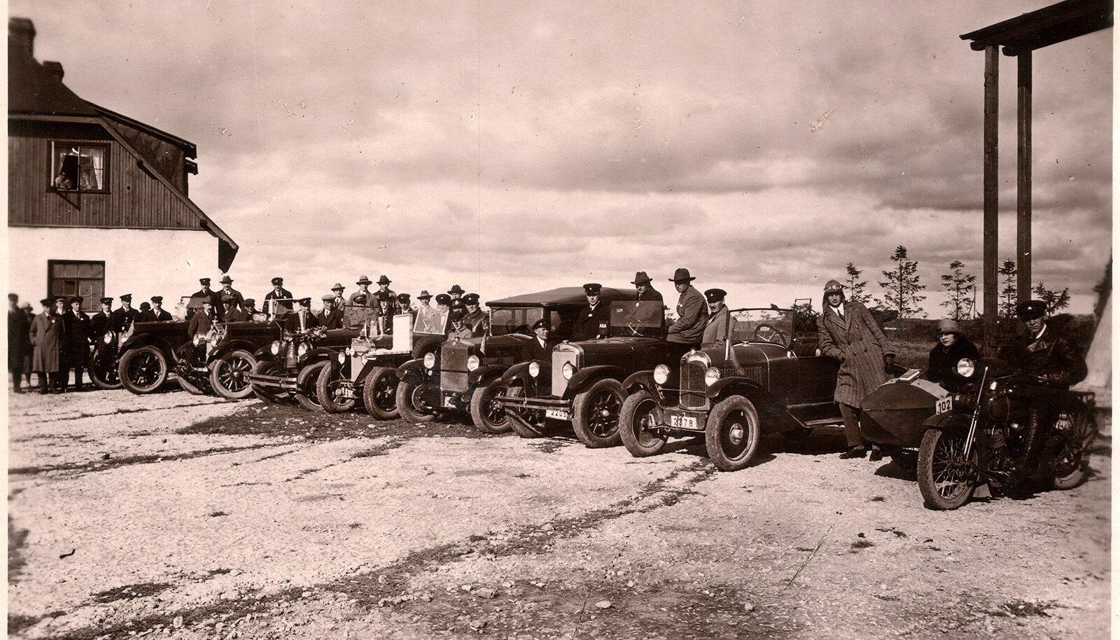Fotol on 1926. aasta pikamaasõidu start Lasnamäel.