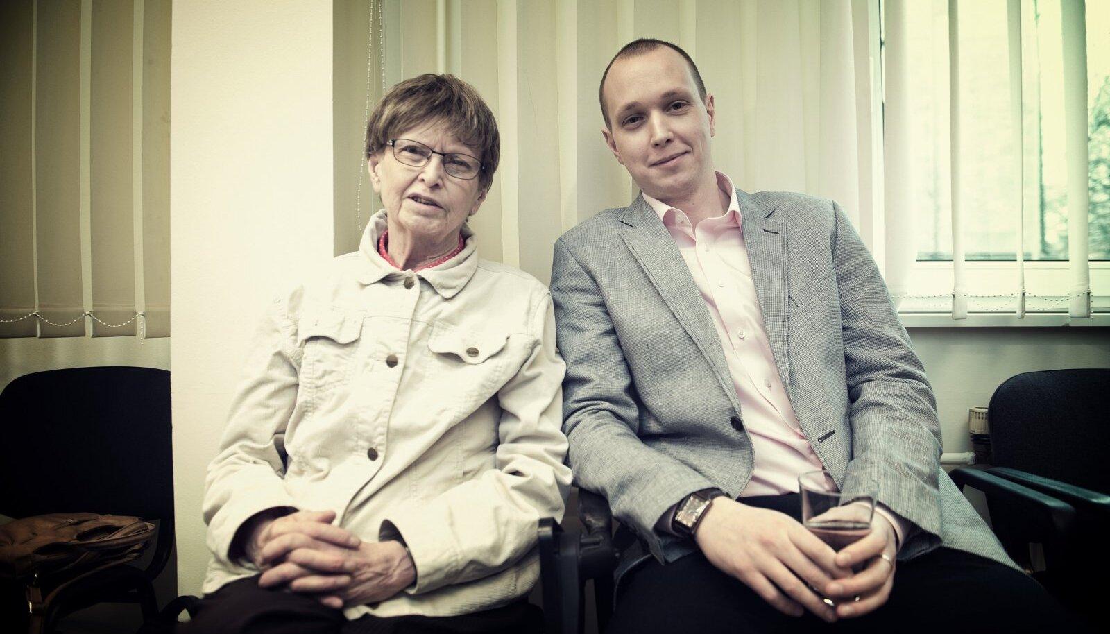 """""""Kingitud Elu ei ravi ainult vähihaigeid, vaid omal moel kogu Eesti ühiskonda.  Usun, et ema on selle üle väga õnnelik ja tänulik. Kõigile neile, kes aitasid teda ja on aidanud vähihaigeid pärast teda."""" Hille ja Toivo Tänavsuu Vähiravifondi üritusel."""