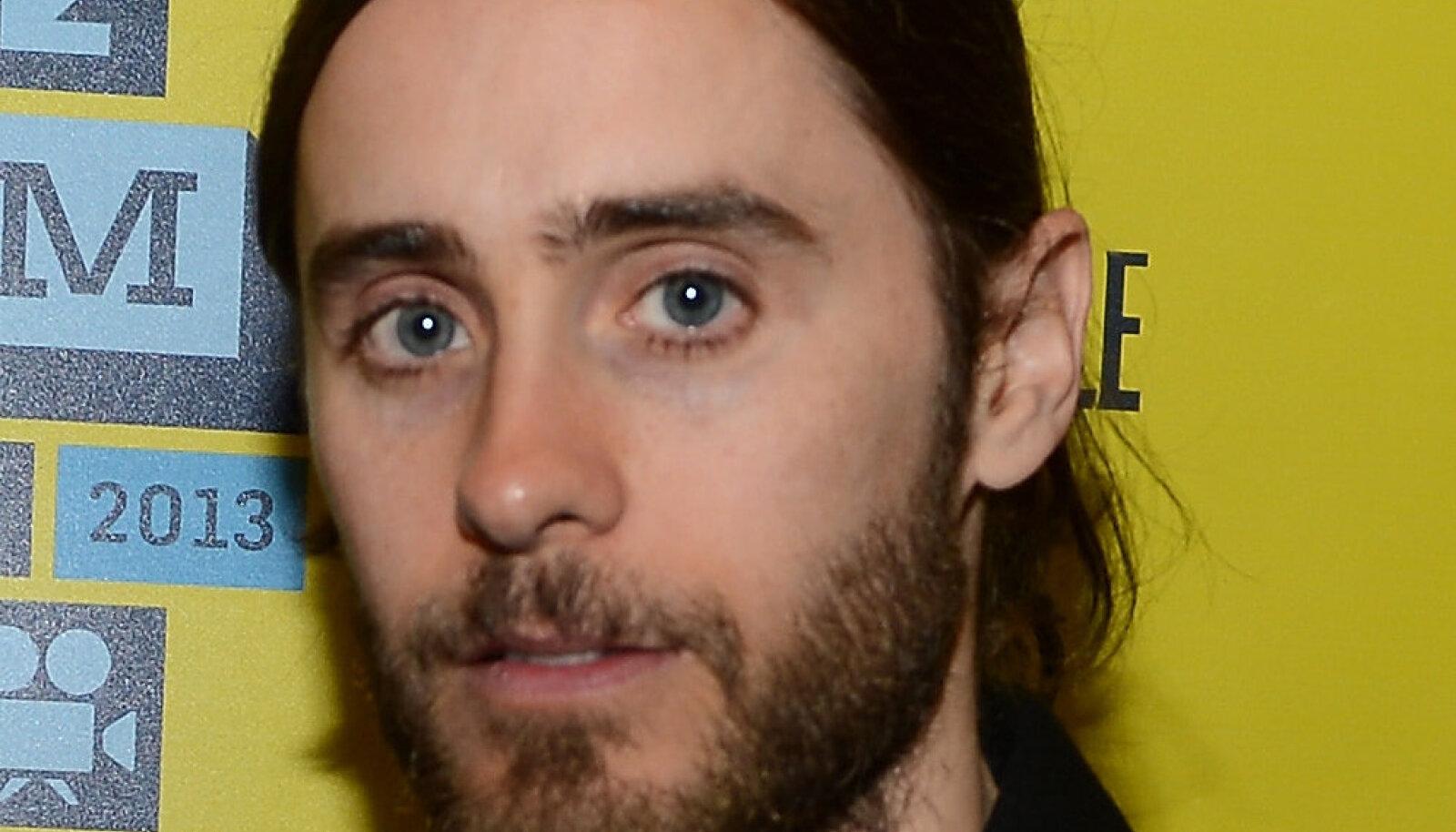 Jared Letot näeb tihti habemes ja krunniga