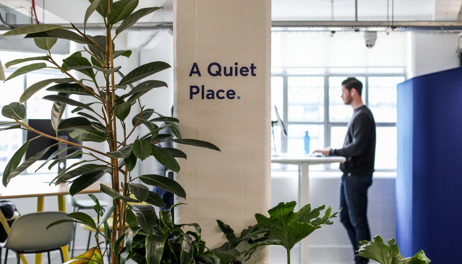 Wise'i kontori rahulik töökoht. Avatud kontoris otsivad töötajad enamasti rahulikku töökeskkonda, kus keegi visuaalselt ega heliga ei häiriks.