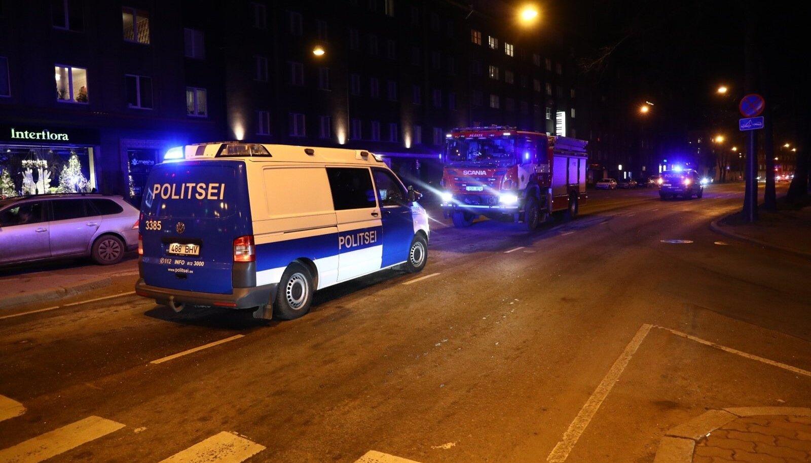 Narva maantee ja Pronksi tänava nurgal põrkasid kokku kaks sõiduautot