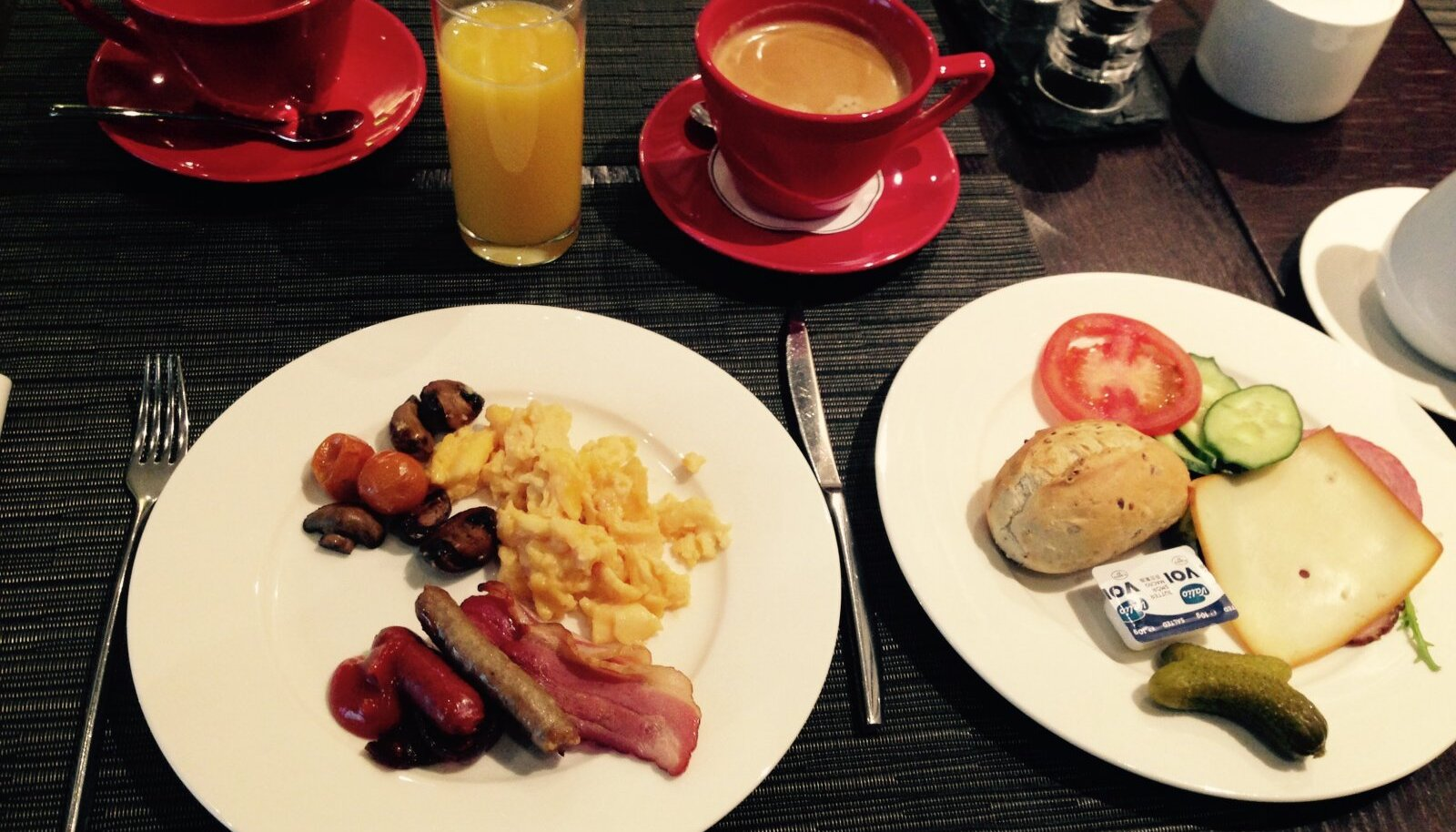Savoy Boutique hotelli hommikusöök poputab ja kallistab ka kõige unisema päevaks ergsaks.