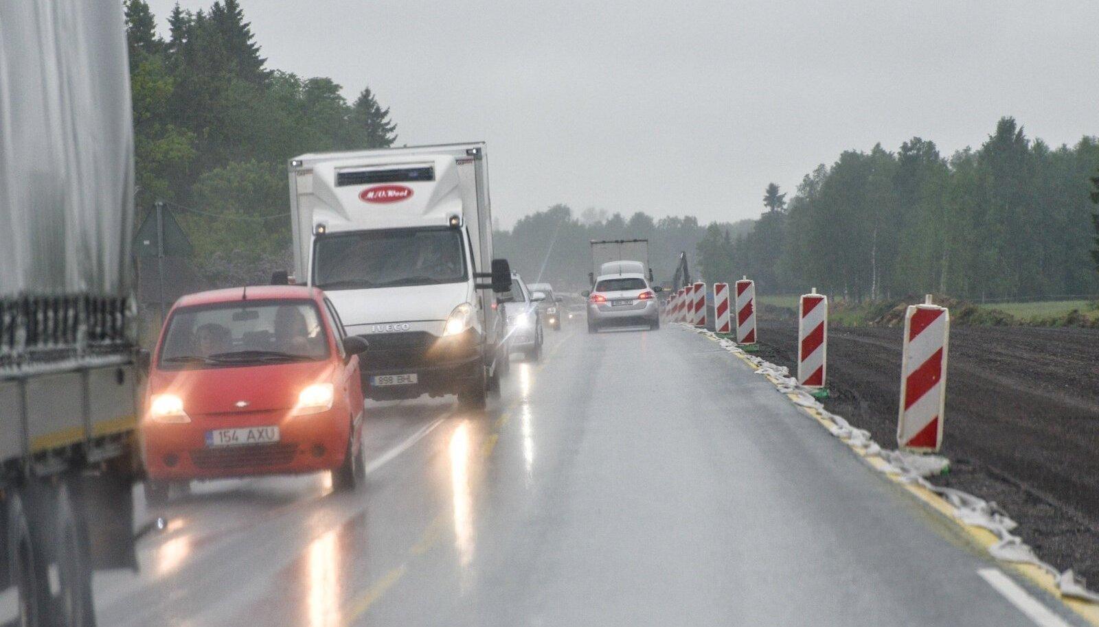 Teetööd Tallinn-Tartu maanteel, foto on illustratiivne