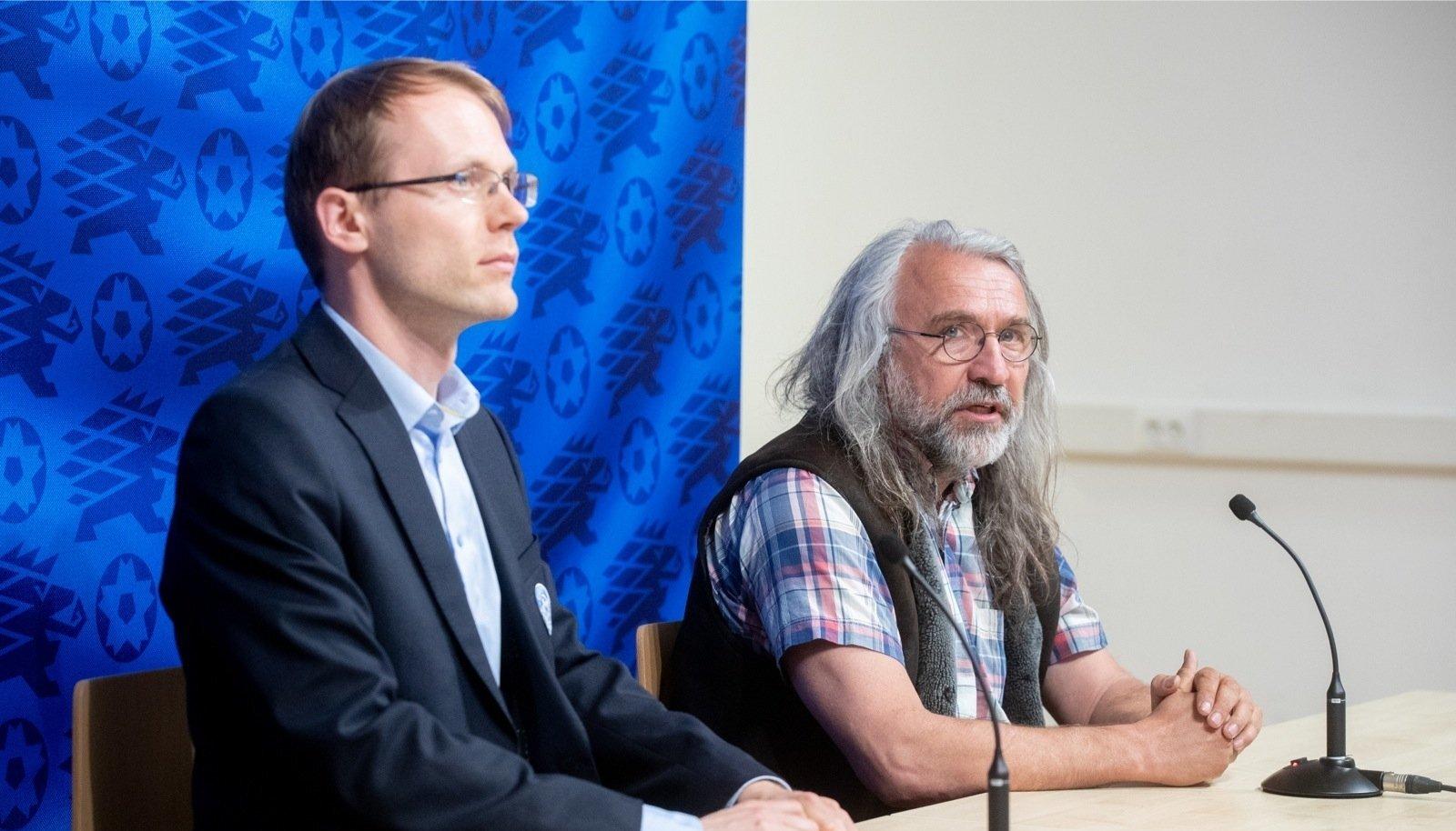 Mihkel Uiboleht (esiplaanil) kinnitas, et Aivar Pohlaku juhitav Eesti jalgpalliliit on ERR-ile annetamise tulemusega rahul.