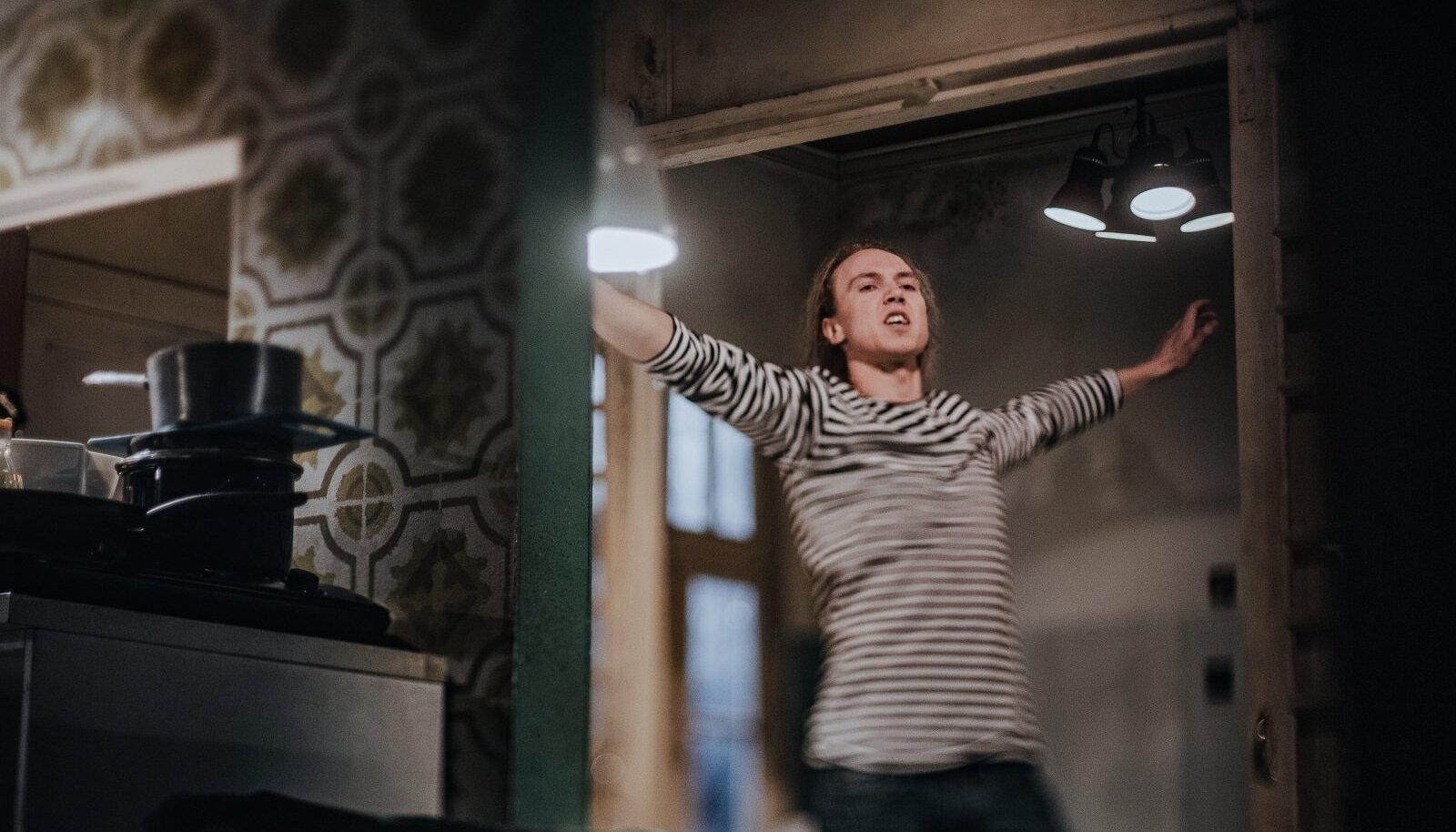 """RASKOLNIKOV 2020: Semperi-Ojasoo """"Kuritöös ja karistuses"""" kehastab Raskolnikovi Ursel Tilk."""