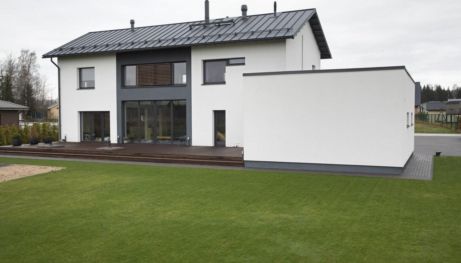«Дом для каталога Jämerä, созданный финским архитектором Анне Фагерхолм, очаровал будущих домовладельцев скандинавским стилем и решениями, обеспечивающими семье комфорт…»
