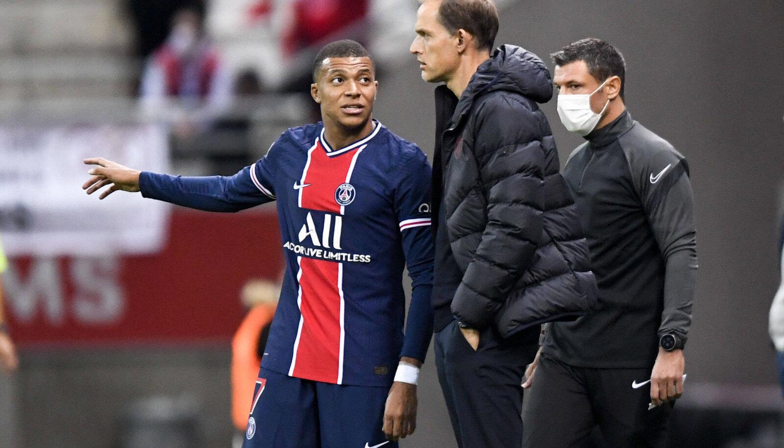 Kylian Mbappe koos peatreeneri Thomas Tucheliga PSG-s.