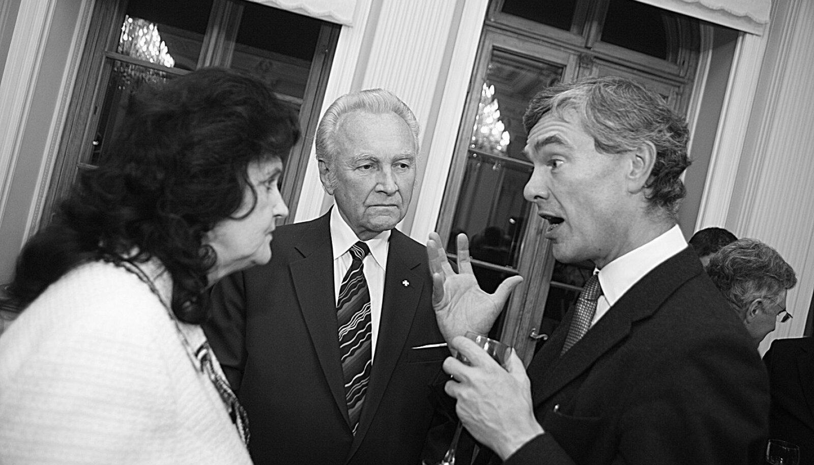 Kuigi Arnold Rüütel on tuntud selle poolest, et ta räägib inimesed kasvõi oimetuks, võib juhtuda, et mõni avatud ühiskonnast pärit hea suhtleja, näiteks Briti suursaadik Nigel Haywood, räägib veel rohkem.