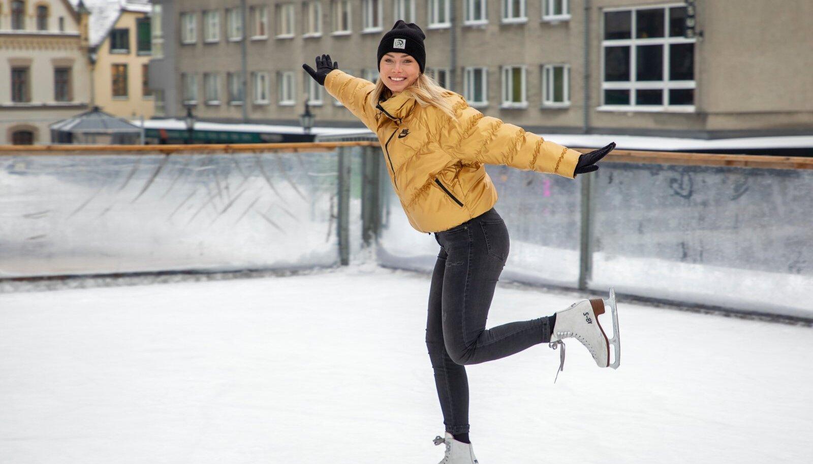 """""""Kui vähegi võimalust, minge õue,"""" õhutab kiiruisutaja Saskia Alusalu Tallinna Vanalinna Uisupargis Harju tänaval, üle mitme aasta jalas ilu-, mitte kiiruisud. Ägedad liuglemispaigad võivad liuväljade kõrval olla ka üleujutatud jääkattega põllud või järved."""