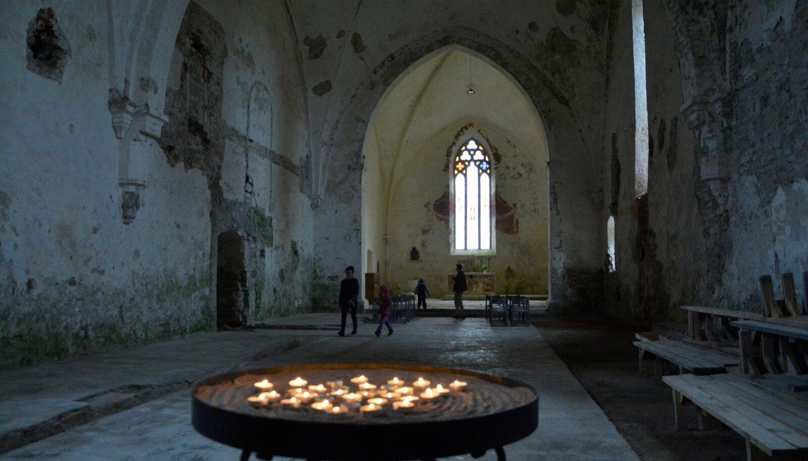 Pöide kirik 2020 juulis. Foto illustratiivne