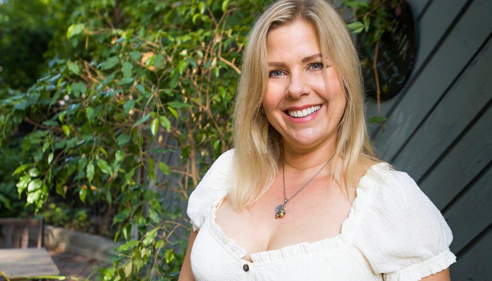 """USAs elav kolumnist Kristi Luik on jaganud oma mõtteidmoeajakirjades, temalt on ilmunud ka raamat """"Veidrike printsess"""". Praegu nuputab ta, kuidas klapitada oma trenne laste uinakuajaga ning muuta menüü tervislikumaks, minetamata seejuures elutahet."""