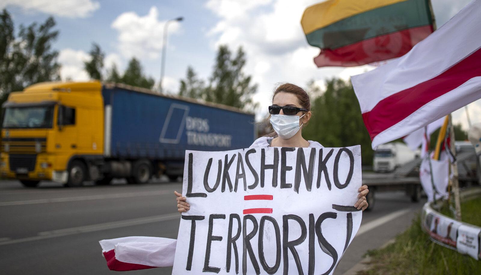 Valgevene opositsiooni toetajate meeleavaldus Leedu-Poola piiril