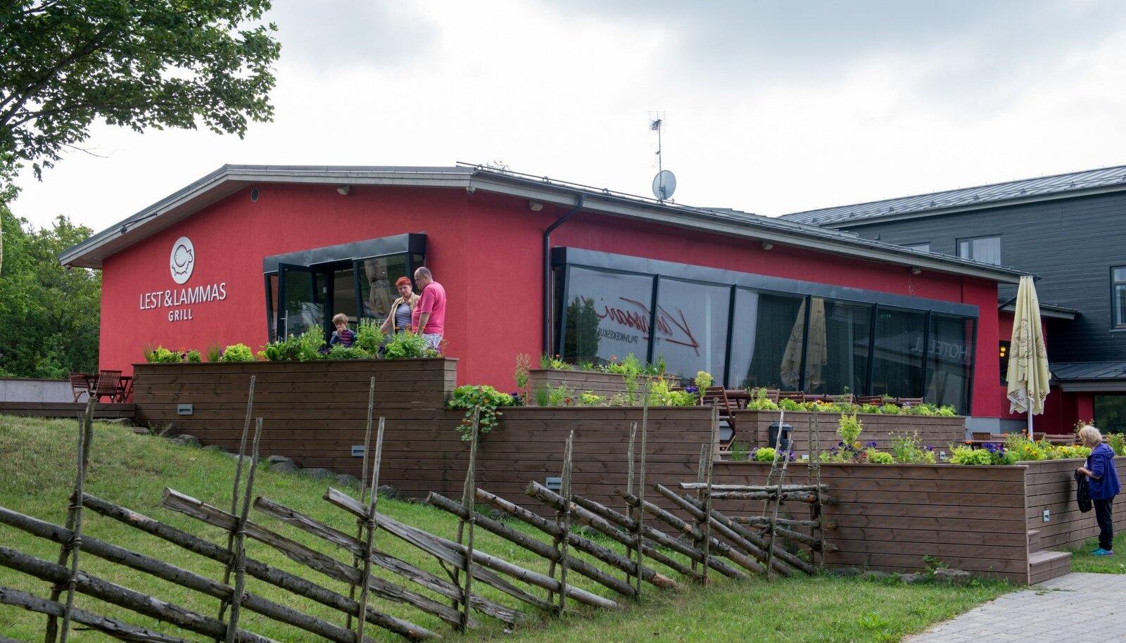 Jahedama ilmaga saab istuda avaras söögisaalis, soojemaga on rohkelt ruumi Lesta & Lamba terrassil.