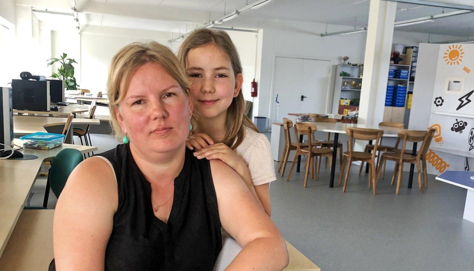 MURES JA VÄSIMUSES: Annika koos tütre Mirjamiga, kelle veresuhkrutaset peab kogu aeg jälgima.